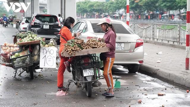 Rác thải, đỗ xe tự phát dọc tuyến đường sắt trên cao Cát Linh - Hà Đông - Ảnh 9.