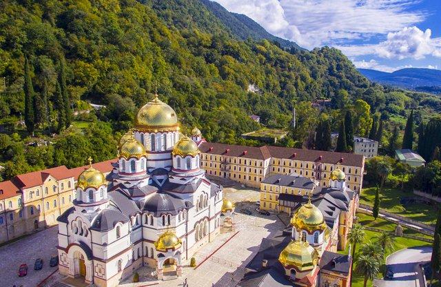 """Bí mật trường thọ của người dân Abkhazia: Cuộc sống về già """"vui, khỏe, có ích"""" nhờ văn hóa đặc biệt này - Ảnh 1."""