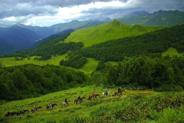 """Bí mật trường thọ của người dân Abkhazia: Cuộc sống về già """"vui, khỏe, có ích"""" nhờ văn hóa đặc biệt này - Ảnh 2."""