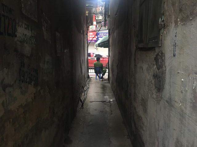 Nhịp sống trong ngõ trên phố Trương Định đang bị phong tỏa - Ảnh 4.