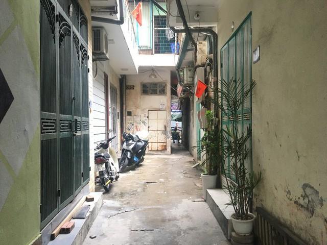 Nhịp sống trong ngõ trên phố Trương Định đang bị phong tỏa - Ảnh 5.