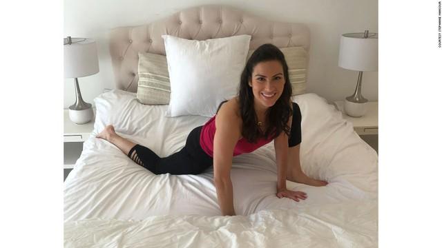 Tác dụng thần kỳ của 5 phút Yoga trước khi đi ngủ: Đơn giản, tiết kiệm chi phí nhưng cực kỳ hiệu quả với người ngồi cả ngày - Ảnh 3.