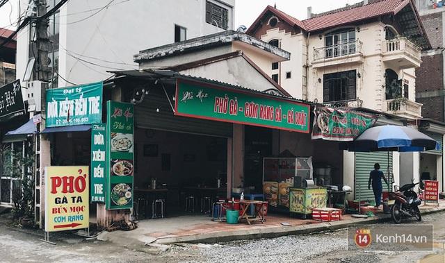Hà Nội trong ngày đầu tiên giãn cách hàng quán: Bàn được lắp vách ngăn, khách ngồi cách xa nhau hơn 1 mét - Ảnh 7.