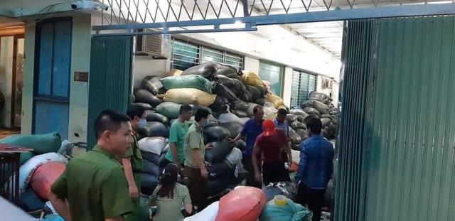 Phát hiện nhà xưởng 2.000m2 dùng để đóng găng tay tái chế tại khu Công nghiệp Lương Sơn - Ảnh 3.