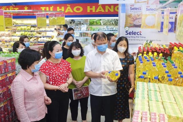 Bộ Công Thương kiểm tra đột xuất các siêu thị lớn tại Hà Nội - Ảnh 1.