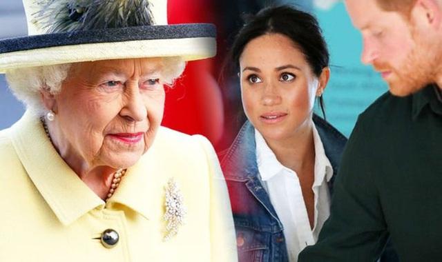 Meghan Markle từng gây náo loạn cung điện, bắt trợ lý riêng của Nữ hoàng Anh phục tùng mình khiến Harry bị bà nội giáo huấn ngay lập tức - Ảnh 2.