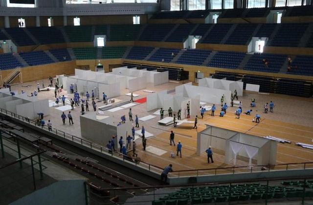 Cận cảnh: Bên trong cung thể thao được trưng dụng làm Bệnh viện dã chiến COVID-19 đầu tiên ở Đà Nẵng - Ảnh 1.