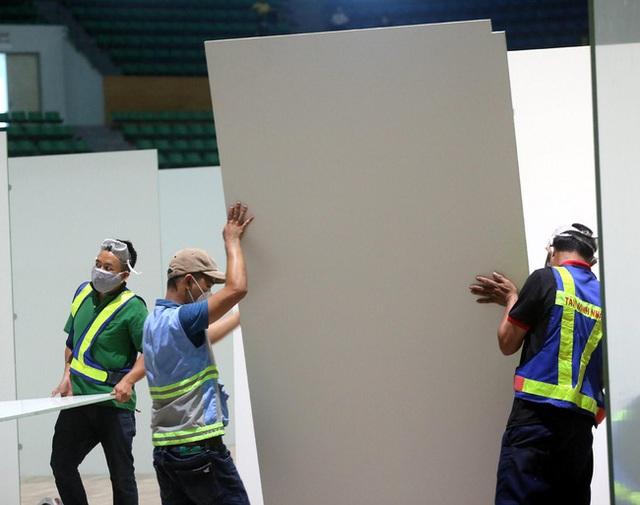 Cận cảnh: Bên trong cung thể thao được trưng dụng làm Bệnh viện dã chiến COVID-19 đầu tiên ở Đà Nẵng - Ảnh 3.