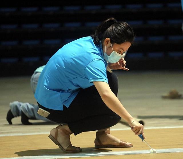 Cận cảnh: Bên trong cung thể thao được trưng dụng làm Bệnh viện dã chiến COVID-19 đầu tiên ở Đà Nẵng - Ảnh 4.