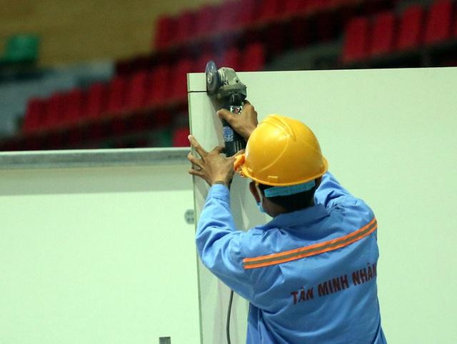 Cận cảnh: Bên trong cung thể thao được trưng dụng làm Bệnh viện dã chiến COVID-19 đầu tiên ở Đà Nẵng - Ảnh 5.