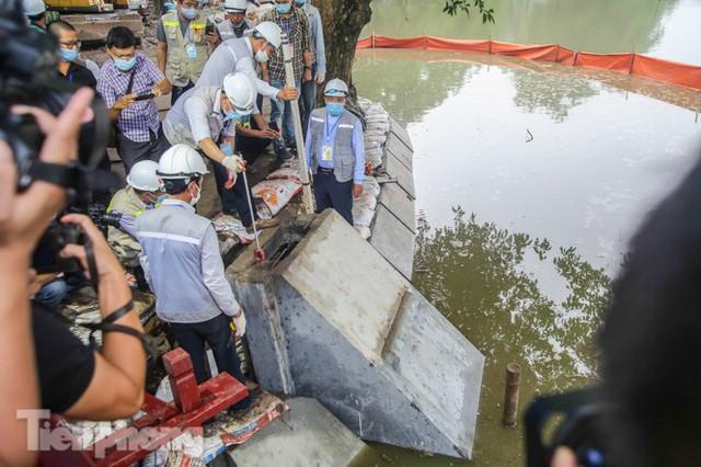 Hợp long công trình kè hồ Hoàn Kiếm bằng 1.500 khối bê tông cốt sợi - Ảnh 2.