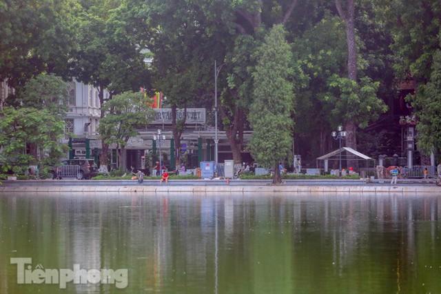 Hợp long công trình kè hồ Hoàn Kiếm bằng 1.500 khối bê tông cốt sợi - Ảnh 11.