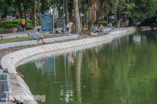 Hợp long công trình kè hồ Hoàn Kiếm bằng 1.500 khối bê tông cốt sợi - Ảnh 13.