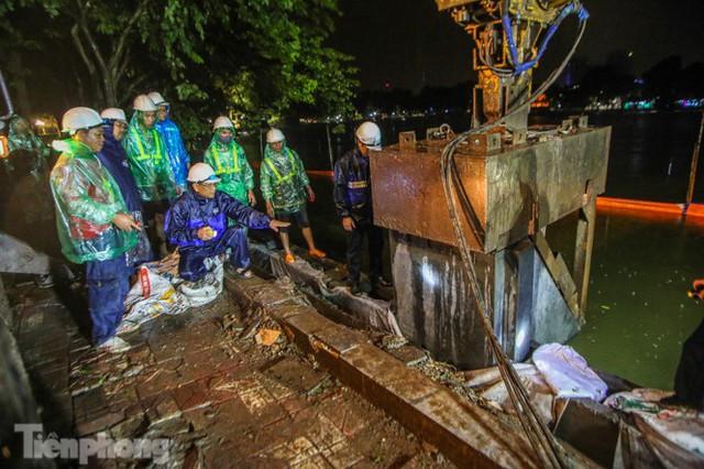 Hợp long công trình kè hồ Hoàn Kiếm bằng 1.500 khối bê tông cốt sợi - Ảnh 7.