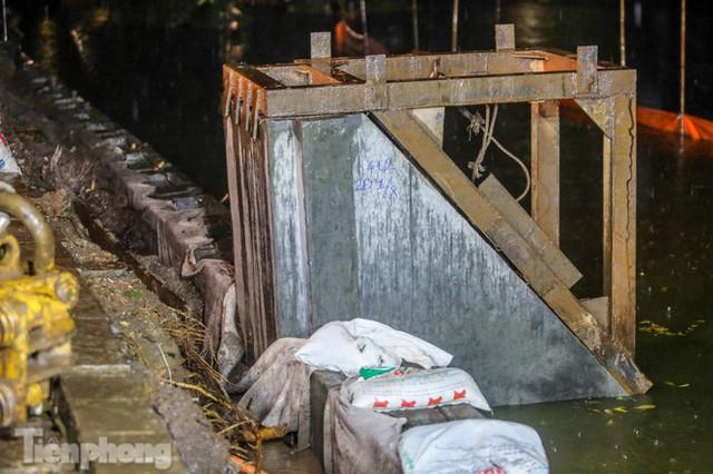 Hợp long công trình kè hồ Hoàn Kiếm bằng 1.500 khối bê tông cốt sợi - Ảnh 8.