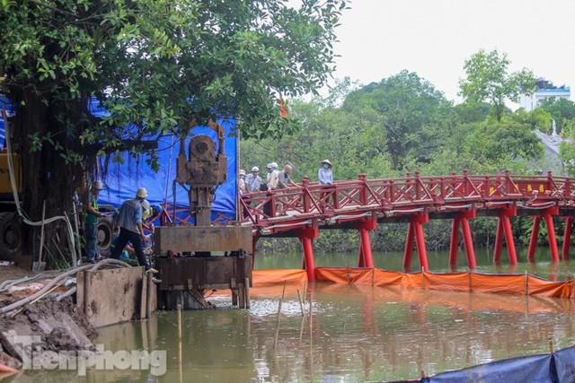 Hợp long công trình kè hồ Hoàn Kiếm bằng 1.500 khối bê tông cốt sợi - Ảnh 9.