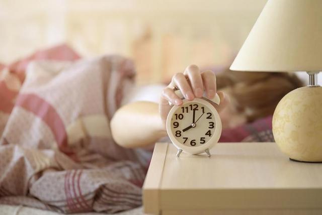 Lãng phí thời gian: Bạn đang vứt bỏ điều quý giá nhất mỗi ngày vì những thói quen xấu khó từ bỏ - Ảnh 1.