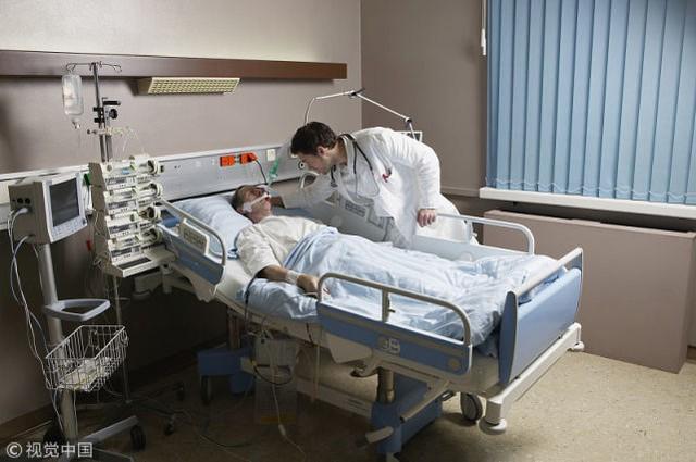 Khi ngủ mà gặp 4 biểu hiện này trên cơ thể thì cần đi khám, nếu chủ quan để nặng có thể dẫn đến nhồi máu não hay tai biến mạch máu não - Ảnh 1.