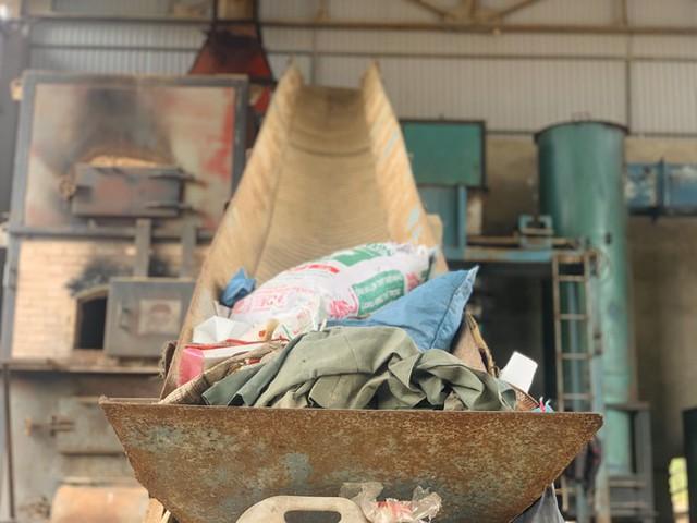 Lò đốt tiền tỷ vừa dùng đã bỏ không, hơn 2.000 tấn rác chất như núi - Ảnh 4.