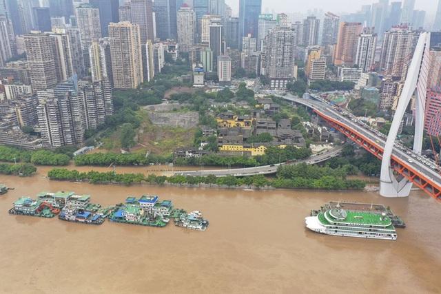 2 đợt lũ trên 2 sông cùng tập kích Trùng Khánh (TQ): Lũ cao nhất trong 40 năm, nước gần nhấn chìm biển tên đường - Ảnh 5.