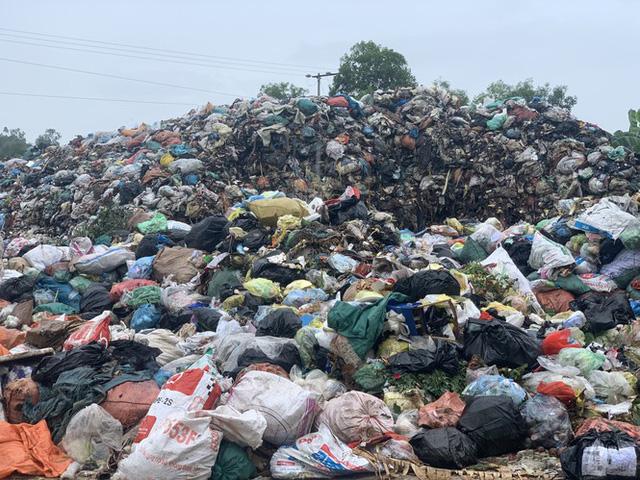 Lò đốt tiền tỷ vừa dùng đã bỏ không, hơn 2.000 tấn rác chất như núi - Ảnh 6.