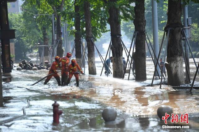 Trung Quốc lại hứng đợt mưa mới, sông Hoàng Hà nâng mức cảnh báo - Ảnh 1.