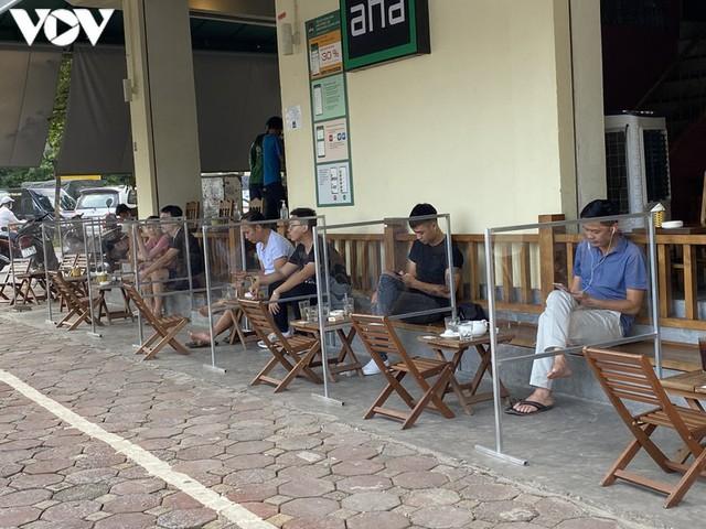 Hàng quán Hà Nội thiết lập lá chắn phòng, chống dịch COVID-19 - Ảnh 1.