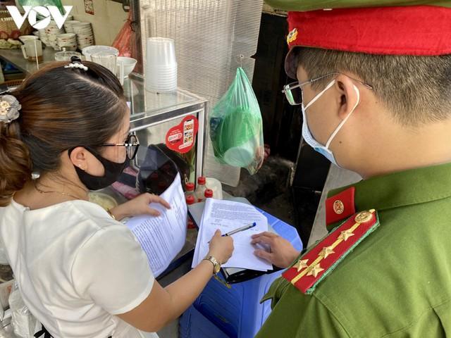 Hàng quán Hà Nội thiết lập lá chắn phòng, chống dịch COVID-19 - Ảnh 8.