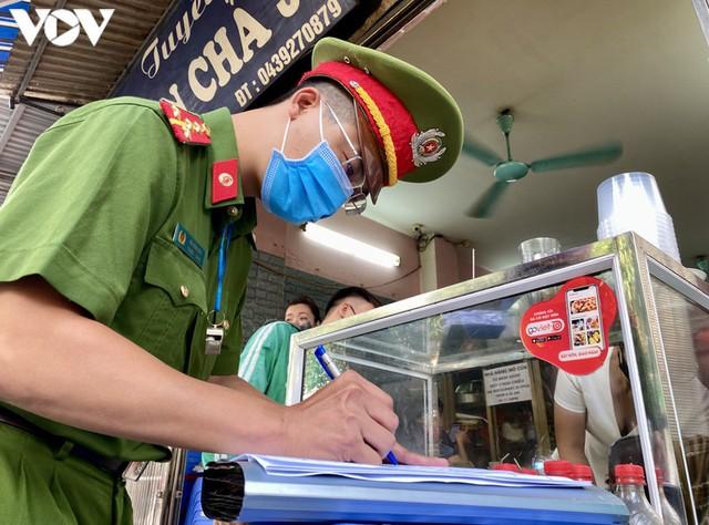 Hàng quán Hà Nội thiết lập lá chắn phòng, chống dịch COVID-19 - Ảnh 9.