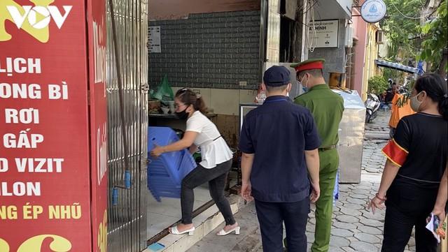 Hàng quán Hà Nội thiết lập lá chắn phòng, chống dịch COVID-19 - Ảnh 10.