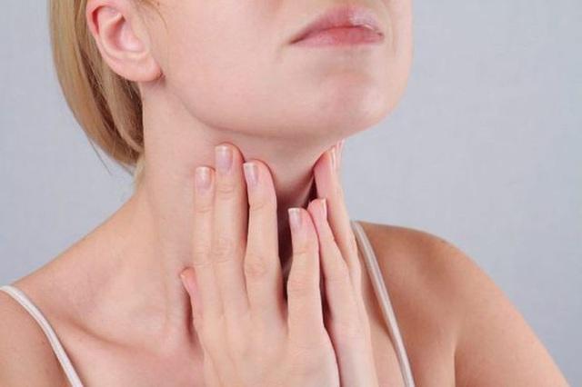 Khi cơ thể phát ra 4 tín hiệu, cảnh báo ung thư thanh quản đang tìm đến - Ảnh 2.