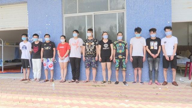Bắt 11 người Trung Quốc nhập cảnh trái phép vào Việt Nam, tổ chức đánh bạc  - Ảnh 1.