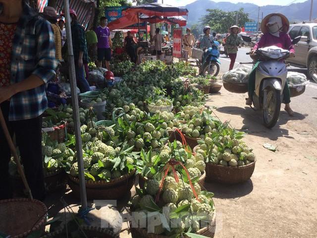 Lạng Sơn: Chợ na lớn nhất nước vào mùa - Ảnh 2.
