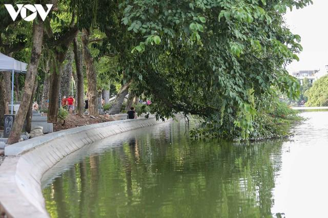 Sau hợp long bờ kè, Hà Nội gấp rút hoàn thiện vỉa hè xung quanh Hồ Gươm - Ảnh 11.