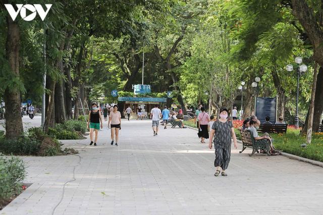 Sau hợp long bờ kè, Hà Nội gấp rút hoàn thiện vỉa hè xung quanh Hồ Gươm - Ảnh 12.