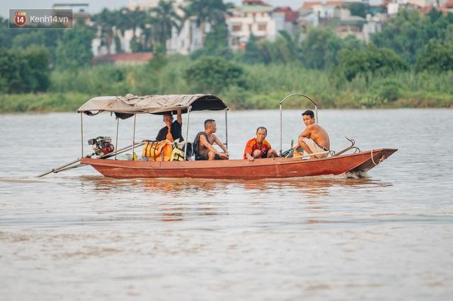 Ảnh, clip: Nước sông Hồng dâng cao, người dân Hà Nội bì bõm tập thể dục - Ảnh 17.