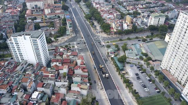Nhìn gần cây cầu vượt quy mô lớn nhất Hà Nội sắp thông xe - Ảnh 1.