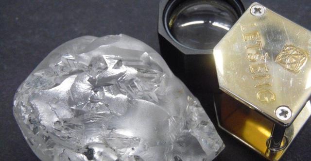 Phát hiện viên kim cương khổng lồ, cực kỳ quý hiếm: Chuyên gia định mức giá trên trời - Ảnh 1.