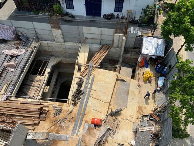 Xôn xao nhà ở riêng lẻ ở Hà Nội được cấp phép đến 4 tầng hầm - Ảnh 2.