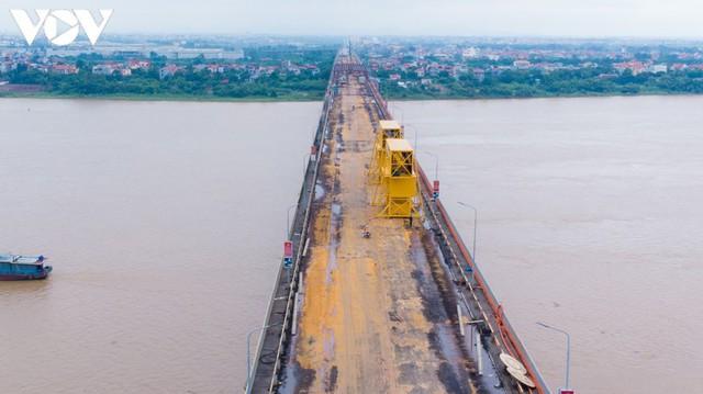 Toàn cảnh đại công trường sửa chữa cầu Thăng Long, Hà Nội - Ảnh 2.