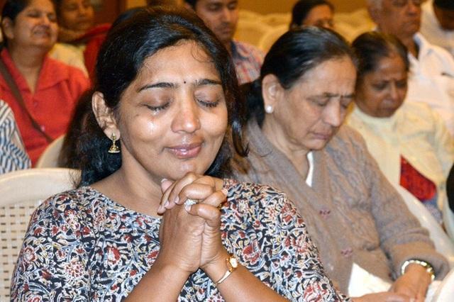 Hễ cuối tuần là dân Ấn Độ lại rủ nhau đi khóc, hỏi ra mới biết là hoạt động ý nghĩa này - Ảnh 2.