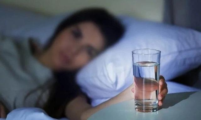 Khi ngủ để 4 vật này càng xa giường càng tốt, nhưng 2 vật để cạnh giường tốt hơn uống thuốc bổ - Ảnh 3.