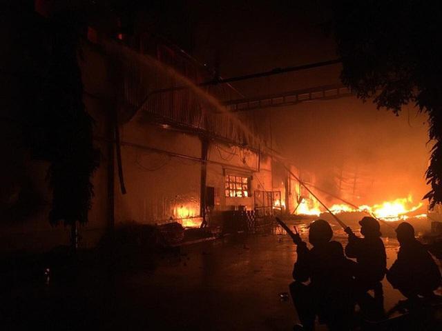 Cháy lớn ở nhà kho Công ty Sunhouse - KCN Tân Tạo - Ảnh 4.