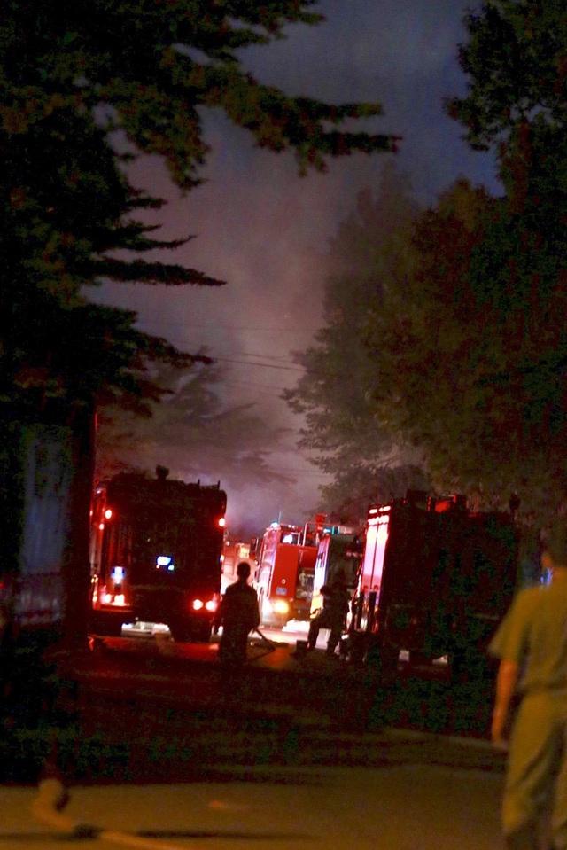 [Ảnh] Toàn cảnh cột lửa cao trăm mét trong vụ cháy kho hàng 3.000 m2 tại KCN Tân Tạo - Ảnh 6.