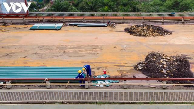 Toàn cảnh đại công trường sửa chữa cầu Thăng Long, Hà Nội - Ảnh 7.