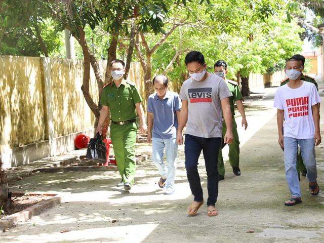 Gần 100 cảnh sát phá đường dây cá độ bóng đá giao dịch 10.000 tỉ đồng - Ảnh 2.