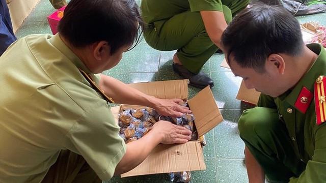 10 tấn bánh Trung thu, trà sữa pha sẵn nhập lậu bị bắt giữ tại Hà Nội - Ảnh 1.