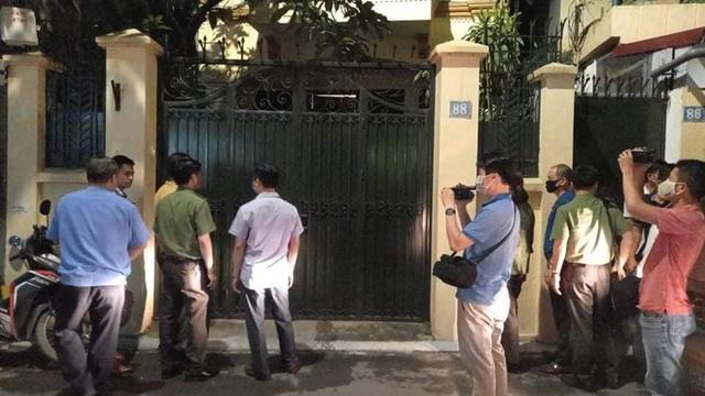 [NÓNG] Công an đang khám nhà ông Nguyễn Đức Chung - Ảnh 7.