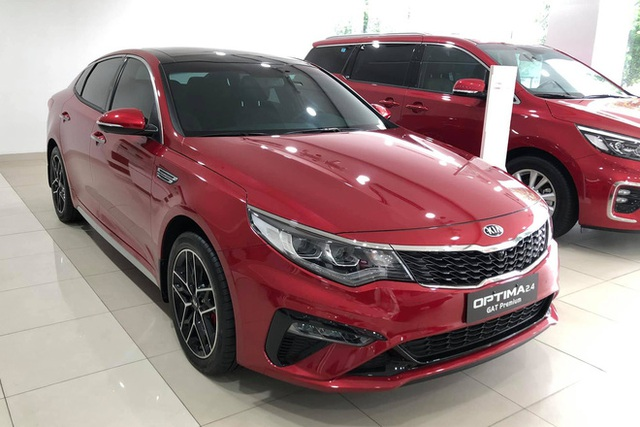Đại lý xả hàng, Kia Optima giảm giá gần trăm triệu: Sedan hạng D rẻ nhất Việt Nam - Ảnh 2.