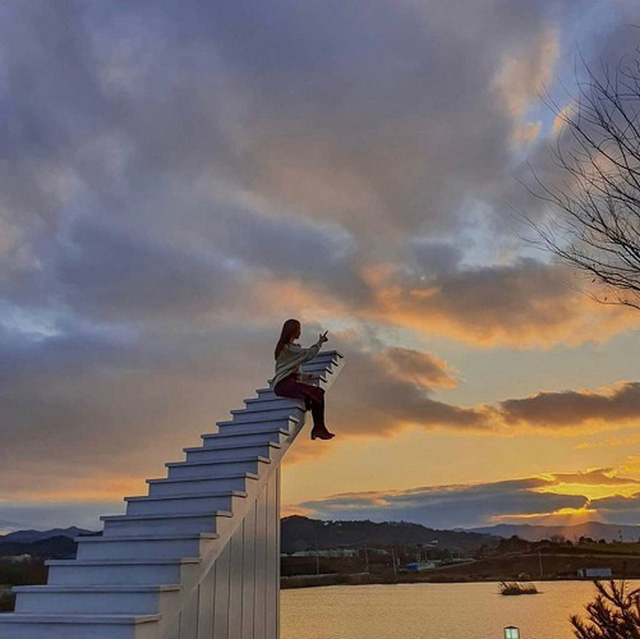 4 cầu thang vô cực kỳ ảo nhất thế giới, Việt Nam cũng có một đại diện trong danh sách - Ảnh 1.